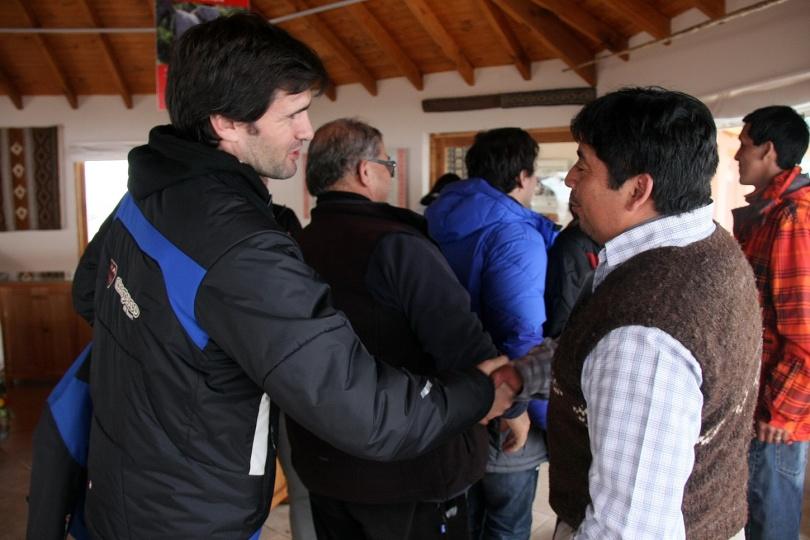 Federico Lopez Jallaguier Gte. de Marketing de Chapelco, junto a Julio Vera Lonko de la Comunidad Mapuche Vera IMG_3228