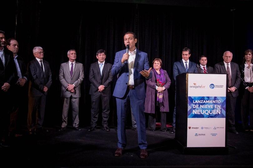 El Gobernado Omar Gutierez cerró con su discurso el evento de lanzamiento. Nieve 2016-59.jpg