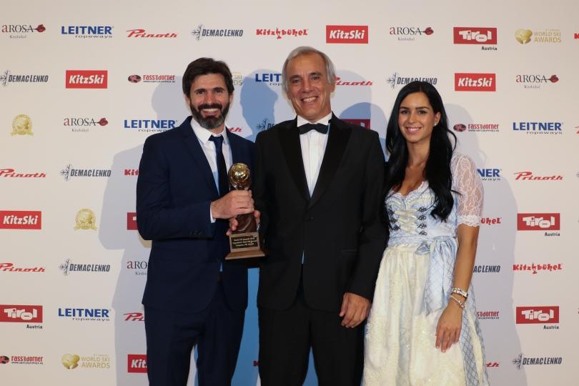 Federico Lopez Jallaguier y Juan Cruz Adrogue recibiendo el premio Mejor Estacion de Esqui 2018 Chapelco