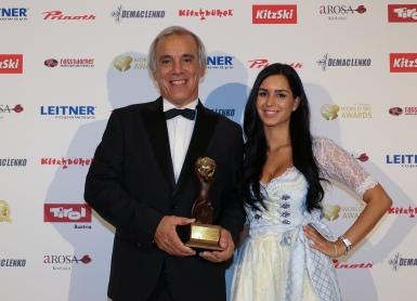 Juan Cruz Adrogué, presidente de Nieves del Chapelco recibió un reconocimiento por su monumental contribución al turismo de esquí como parte de la sexta edición de los World Ski Awards.