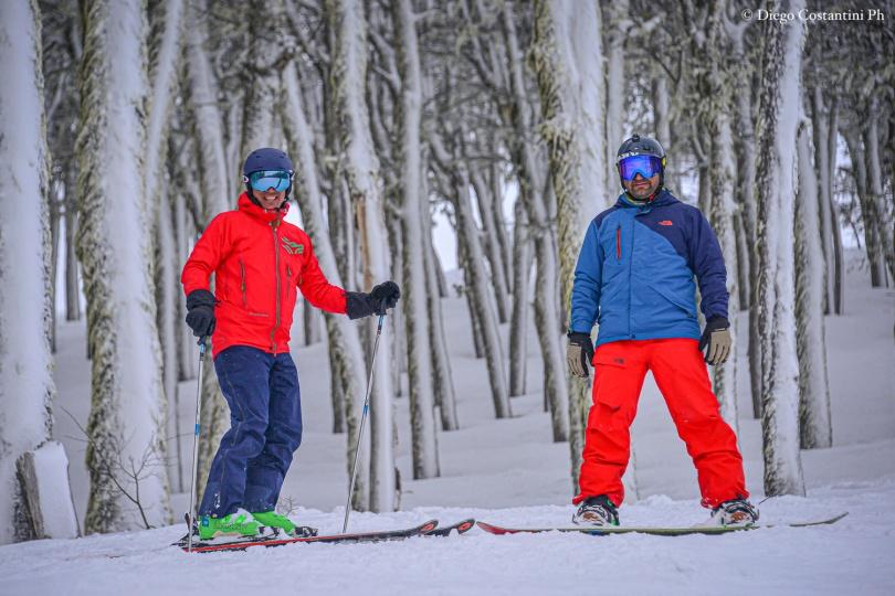 20190829-CHAPELCO TRENZAS DE AGAUA Adrogué en esquíes y Julio Viola (h) en snowboard DAC_6648