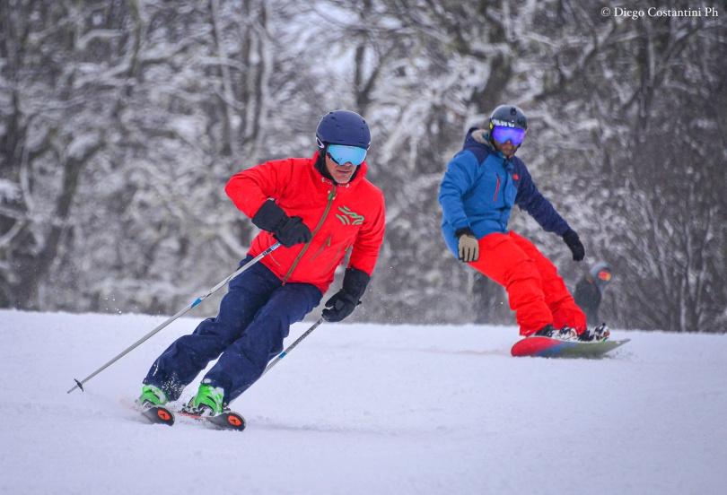 CHAPELCO TRENZAS DE AGAUA Adrogué en esquíes y Julio Viola (h) en snowboard 20190829-DAC_6669